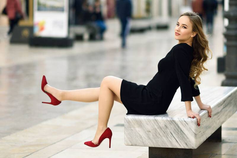 Dating-Sites in Outfit Frauenbeine